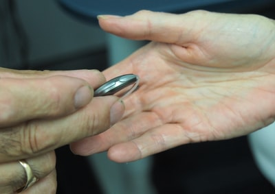 Hearing aids 'will be a thing of the past' by 2025